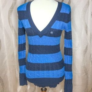 American Eagle Outfitters Cable Knit Vneck. M. NWT
